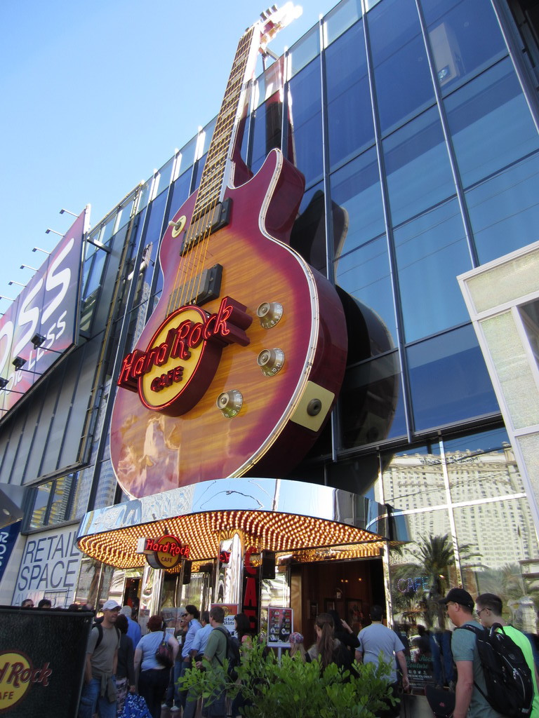 hard rock cafe las vegas fat burgers make me happy eating with kirby. Black Bedroom Furniture Sets. Home Design Ideas