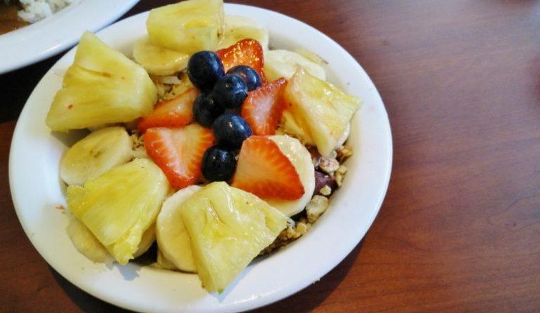 Eggs 'n Things  – Loco Moco and the Healthy Acai Bowl