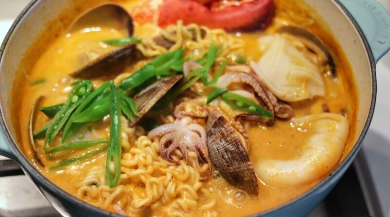 How to Elevate Instant Noodles using Thai Curry Paste